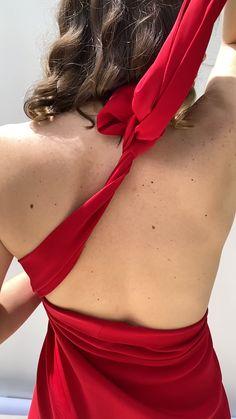 Falda roja midi multiposición, colocada como vestido de Rebérvere, cosida a mano en Madrid. Confeccionamos a medida desde nuestro Showroom en Madrid #rebervere #reberverizate #style #slowfashion #fashion #fashionlover #womanfashion #invitadaperfecta #invitadaideal #invitadaconestilo #marcaespaña Multi Way Dress, Madrid, Backless, Fancy, Gowns, Dresses, Fashion, New Fashion Trends, Sewing By Hand