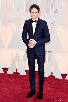 Eddie Redmayne consacrato agli Oscars 2015 - Congratulazioni che non dimenticherà presto. Stephen Hawking si è complimentato con Eddie Redmayne per il suo Oscar.  - Read full story here: http://www.fashiontimes.it/2015/02/eddie-redmayne-consacrato-agli-oscars-2015/
