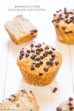 Banana Zucchini Chocolate Chip Muffins- they are ok. the recipe calls for 1 c shredded zucchini but the muffins in the pics definitely don't have that much. Köstliche Desserts, Delicious Desserts, Dessert Recipes, Yummy Food, Brunch Recipes, Yummy Recipes, Recipies, Banana Zucchini Chocolate Chip Muffins, Zucchini Muffins