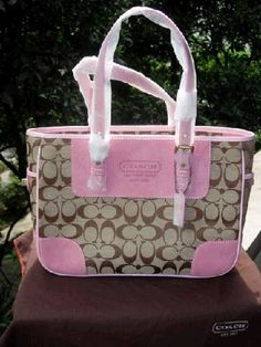 Coach Factory Outlet handbags at our cheap Coach Factory Outlet Usa store tends to be popular with those are crazy about latest fashion. Discount Coach Bags, Coach Handbags Outlet, Cheap Coach Bags, Coach Outlet, Purses And Handbags, Ladies Handbags, Prada Handbags, Zapatillas Louis Vuitton, Pink Coach Purses