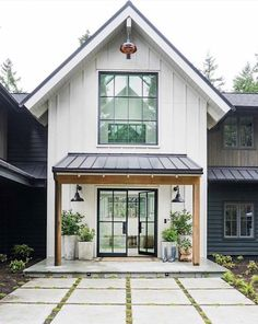 amazing Exterior Decor Ideas What an incredible modern farmhouse design! Architecture: Interior Design: Construction: 📷: for Thank you @ audreycrispinteriors for this amazing picture Modern Farmhouse Design, Modern Farmhouse Exterior, Modern Cottage, Rustic Exterior, Farmhouse Windows, Cozy Cottage, Casas Containers, House Painting, House Colors