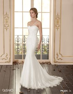 Outstanding front neckline. This dress emphasizes the silhouette's lines.