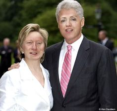 President Bill Clinton & First Lady Hillary Clinton Hillary Rodham Clinton, Hillary Clinton 2016, Bill And Hillary Clinton, American Presidents, Us Presidents, American History, Arkansas, Presidente Obama, 4th Of July