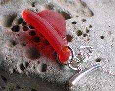Einzigartige handgefertigte Natural Sea Glass Armband    Natürliche Surf tumbled Sea Glas fand auf der wunderschönen North Ostküste England schöne seltene Schattierungen von blau, grau, Aquamarin, Kalk und Kalk/Smaragd-grün, Citron, Seegrün, goldenen Bernstein, weichen weißen und Seafoam    7,75 Zoll Stretch Armband präsentiert in einer Geschenkbox    Für Versand + Zahlung Besonderheiten; Bitte lesen Sie meine Shop-Politik. Wenn Sie weitere Informationen wünschen bitte Convo mich, und ic...