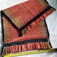 "Pie de cama en Lana técnica torcion ""ojo de guanaco "". #tierramadretejidosentelar #weaving #buenosaires #botasdepotro #telaraborigen #art…"