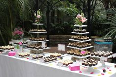 Trays and pedestals (no large tiers as shown)