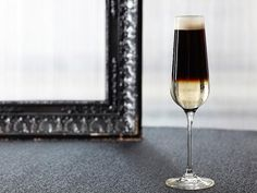 Looking for a twist on the sparkling cocktail? We love the Black Velvet with oz. Guinness® Draught in Can and oz. Fill a glass full with Guinness Stout and top off with an equal amount of champagne or sparkling wine. St Patrick's Day Cocktails, Fun Drinks, Wine Cocktails, Alcoholic Beverages, Holiday Cocktails, Yummy Drinks, Mojito, Beer Mixed Drinks, Guinness Cocktail