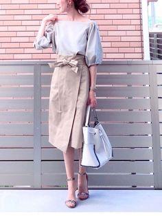 ベージュのワントーン✨ ADAM ET ROPE'さんのウエストリボンが可愛いチノスカート シン