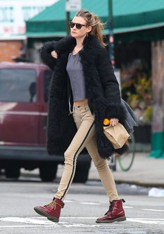 Behati Prinsloo: 'The Couch' Appearance!: Photo Behati Prinsloo hails a cab while out and about in the Soho neighborhood of New York City on Monday (February The next day, the model went on… Tuxedo Stripe Pants, Behati Prinsloo, Models Off Duty, Bleu Marine, Autumn Winter Fashion, What To Wear, Celebrity Style, Casual Outfits, Street Style