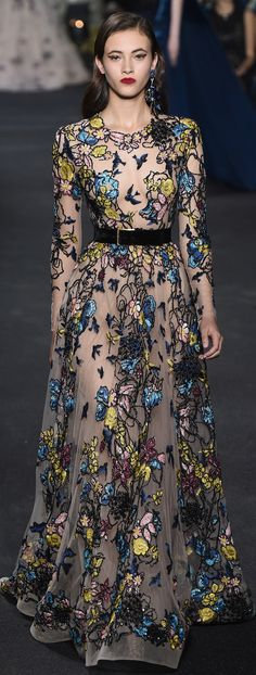 Photo galleries fashion week : Elie Saab Fall-Winter Haute Couture ( - The World's Fashion Business News Fashion Moda, Look Fashion, Runway Fashion, High Fashion, Fashion Show, Fashion Design, Fall Fashion, Elie Saab Couture, Beautiful Gowns