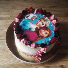 Frozen ēra tik ātri nebeigsies. Mājas biskvīts ar meža melleņu un aveņu musu #birthday #cake #cakeloverocknroll #birthdaycake #cakeforgirl #frozen #frozencake #elsa&anna #mousse #berrymousse #moussecake #layer #layercake #biscuit #biscuitcake #meringue #uniqornpoo #berry #swissmeringue #swissmeringuebuttercream #food #fooporn #iekuko http://misstagram.com/ipost/1568030455633093775/?code=BXCw2RBASSP