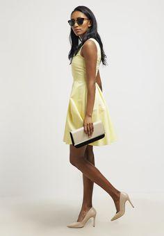 Robes mint&berry Robe d'été - pale banana jaune clair: 42,00 € chez Zalando (au 28/06/16). Livraison et retours gratuits et service client gratuit au 0800 740 357.