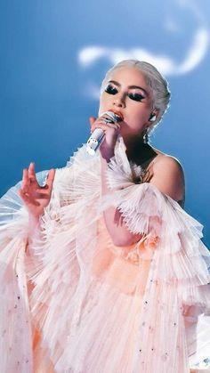 10 fashion lessons that Lady Gaga taught us - Fashion lessons taught to us by Lady Gaga - Fotos Lady Gaga, Lady Gaga Pictures, Divas, Moda Lady Gaga, Musica Lady Gaga, Miss Americana, Taylor Swift, Joanne Lady Gaga, Vestidos Versace