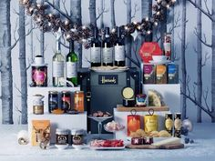It would not be a #HarrodsChristmas without a #HarrodsHamper. Have you ordered yours yet? http://www.harrods.com/boutiques/christmas-hampers/view-all?icid=XmasHampers14-Hero-170914&CID=SCM_LMA_TW_15112014_HARRODSHAMPERS