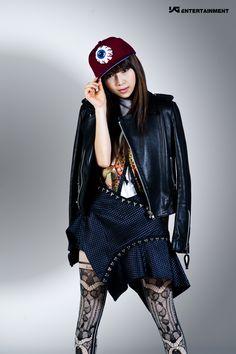 Brunette hair with low lights Pink Punk Yg, Yg Life, Profile Photo, Brunette Hair, New Girl, Kpop, Denim, Shopping, Women