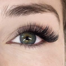 We scoured the beauty industry for the best eyeliner for eyelash extensions. These are the oil-free eyeliners that'll make your eyes pop without destroying your extensions in the meantime. Best Lash Extensions, Eyelash Extensions Styles, Eyelash Extensions Natural, Longer Eyelashes, Mink Eyelashes, Natural Eyelashes, Grow Eyelashes, Elf Make Up, Lips