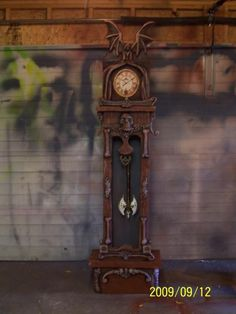Love this idea, can repurpose an old kitchen wall clock! Mechanical: Haunted Grandfather Clock - Page 3