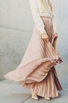jupe longue plissée de couleur rose pale