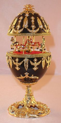 Musical Carousel goose egg with Austrian crystals, plays: Waltz of the Flowers. 2 things I love to see-carousels and eggs! Fabrege Eggs, Egg Crafts, Egg Designs, Carousel Horses, Egg Art, Egg Decorating, Russian Art, Egg Shells, Oeuvre D'art
