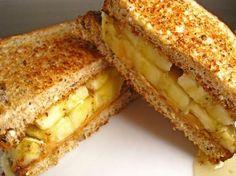 Sandwich con platano miel y mantequilla de mani