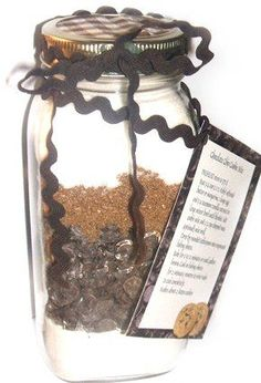 Chocolate Chip cookie recipe in Mason jar... Would be a really cool favor!