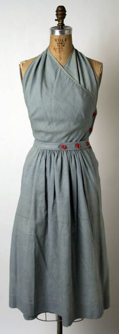An adorable 1943 sundress by Claire McCardell. Love the button placement. 1950s Style, Style Retro, Claire Mccardell, Vintage Outfits, Vintage Dresses, Floral Dresses, 1940s Fashion, Vintage Fashion, Edwardian Fashion
