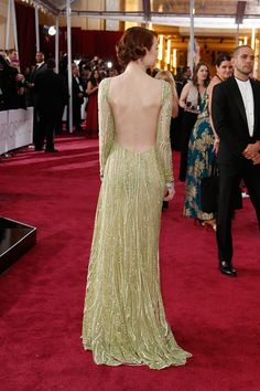 Emma Stone arrives on the red carpet for the Oscars February 2015 in Hollywood, California Young Actresses, Hollywood Actresses, Emma Stone Red Carpet, Celebs, Celebrities, Red Carpet Fashion, Hollywood Stars, Night Gown, Style Icons