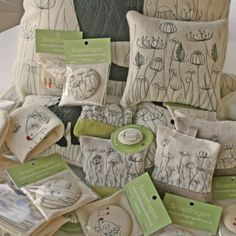 Snapdragon: And we are off . . . (Meadow-range - machine embroidered items)