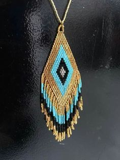 mostacillas Beaded Jewellery, Seed Bead Jewelry, Seed Beads, Bead Necklaces, Bead Earrings, Pendant Necklace, Beadwork, Beading, Weaving Projects
