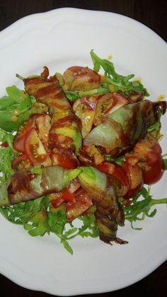 Avocado im Speckmantel auf frischem Salat Ratatouille, Avocado, Change, Ethnic Recipes, Food, Meal, Essen, Hoods, Meals