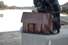 A stylish leather briefcase in which functionality and sleek design merge seamlessly. A main compartment with 5 pockets and various handy details make this leather briefcase your ultimate business-buddy! Leather Laptop Bag, Laptop Bags, Leather Briefcase, Leather Bag, Briefcases, Online Bags, Pockets, Stylish, Business