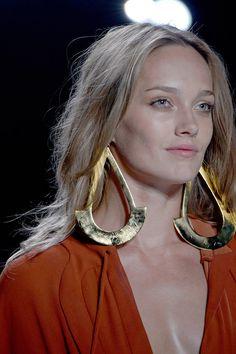 Diane von Furstenberg Spring/Summer 2013 New York Fashion Week Luxury Jewelry, Modern Jewelry, Jewelry Art, Jewelry Design, Gold Jewelry, New York Fashion, Fashion Week, Diane Von Furstenberg, Fashion Accessories