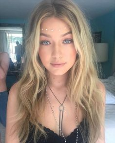 The Best Festival Makeup Ideas And Boho Looks. Make Up Ideas For A Rave, Music F. Die besten Festival-Make-up-Ideen und Boho-Looks. Music Festival Makeup, Festival Makeup Glitter, Electric Daisy Carnival, Make Up Looks, Boho Make Up, Makeup Basic, Coachella Make-up, Coachella Festival, Festival 2016