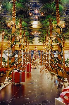 christmas decorations in hotels and malls could possibly be the best place to feel like a - Mall Christmas Decorations