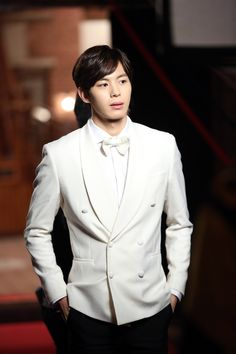 Chiang (played by VIXX's Hongbin) in Moorim School