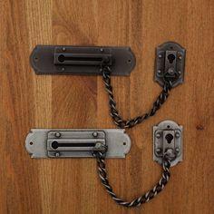 Blokada, łańcuszek do drzwi.