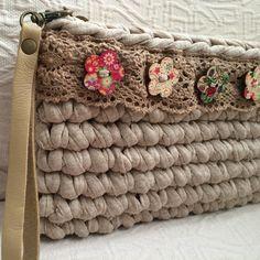 "92 curtidas, 23 comentários - Macadamia Republic (@macadamiarepublic) no Instagram: ""Neutro, para todo. #MacadamiaRepublic #trapillo #crochet #hechoamano #handmade #handbag"""