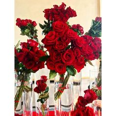 Un sacco di rose  al party #EveryDayDiva stasera  #grazia_it #grazia #deborahmilano #party #milan #event #bb #blogger #beauty #aru #glamorousmakeup #goodvibes #picoftheday #postitrutti