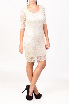 En KAMI te presentamos este vestido de encaje blanco que puedes combinar con zapatos negro, para dar a tu imagen elegancia y estilo.