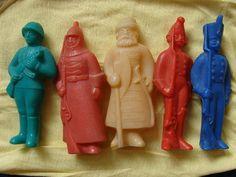 Época soviética. Soldados rusos con armas de diferentes épocas. Conjunto de 5 piezas. Polietileno de 1960. Hecho en la URSS. CCCP ejército rojo