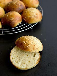Pradobroty: Hamburgerové housky z kvásku - My site Bread And Pastries, Baked Potato, Bread Recipes, Cheesecake, Food And Drink, Baking, Ethnic Recipes, Breads, Kitchens