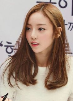 Medium to long hair (Goo Hara)
