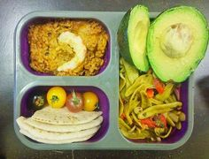#vegan (rus⬇) Work lunch box full of tasty leftovers! Some olive leaf pasta salad, curried rice with seitan and veggie shrimp, flat bread and rainbow cherry tomatoes. And of course some avo! I love my days when I actually take care of my lunch it's so yum, healthy and is better than any of my usual lunch options.  Коробка-ланч на работу: макаронный салат с помидорами и базиликом, рис с карри, сейтаном и веганской креветкой, лепешками и помидорками черри. Ну и авокадо всегда в тему! Люблю…