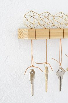 Need to organize your entry? Get started with this modern key holder! Click for the full tutorial.