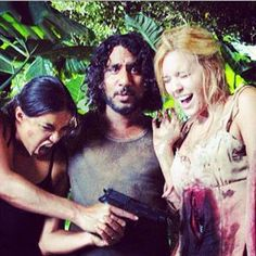 (Michelle Rodriguez, Naveen Andrews and Maggie Grace behind the scenes) Serie Lost, Justin Chatwin, Josh Holloway, Antony Starr, Maggie Grace, Karl Urban, Lost Memes, Lost Quotes, Anna Lucia