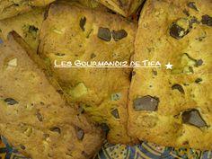 Cookies au Miel et aux 3 chocolats http://lesgourmandizdetifa.wordpress.com/2014/04/18/cookies-au-miel-et-aux-3-chocolats/