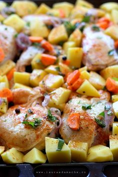 Pui cu cartofi la cuptor (preparare pui la cuptor) Chicken Potato Bake, Baked Chicken, Baked Potato, Chicken Recipes, Romanian Food, Pasta Salad, Potato Salad, Good Food, Potatoes