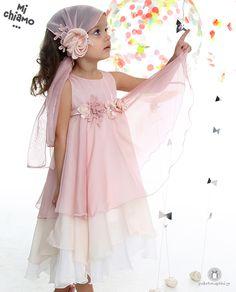 Φόρεμα Βάπτισης από Μουσελίνα Nude Mi Chiamo Κ4006 -16636  https://www.paketovaptisi.gr/christening-packages-girl/christening-clothes-girl/sum-spri/product/2297-16636.html Βαπτιστικό φόρεμα από τη νέα collection της εταιρείας Mi Chiamo κατασκευασμένο από μουσελίνα σε nude αποχρώσεις με διακοσμητικά λουλουδάκια. Το σύνολο συνοδεύεται από καπέλο ή κορδέλα ή στέκα το οποίο συμπεριλαμβάνεται στην τιμή. Συνδυάζεται προαιρετικά με ασορτί ζακετάκι. #MiChiamo #φορεμα #βαπτιση #βαπτιστικα