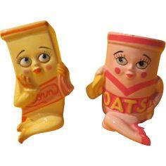 Disney corn and Oats Salt and pepper shakers - b212