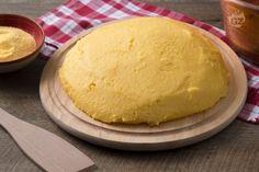 La polenta è una preparazione tradizionale e antica, ricca e sostanziosa, tipica delle regioni del nord Italia a base di farina di mais e acqua .